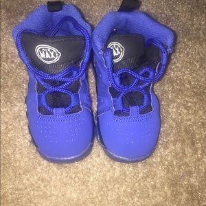Size 6c blue nike Barkley shoes